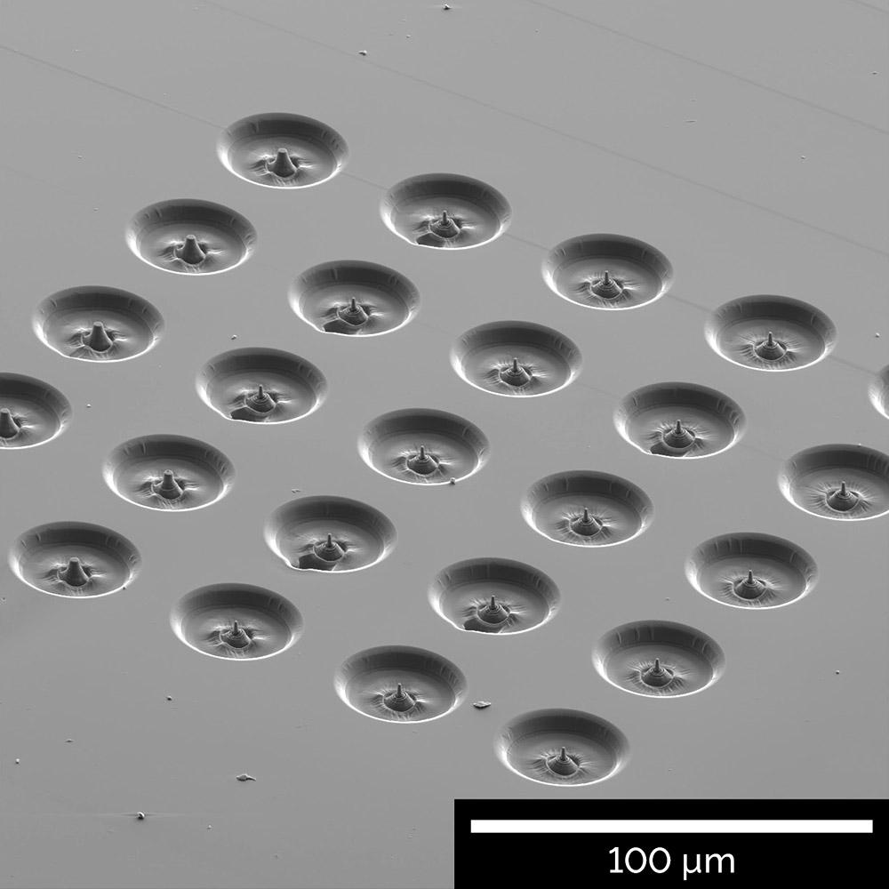 Matriz de pilares de microcompressão